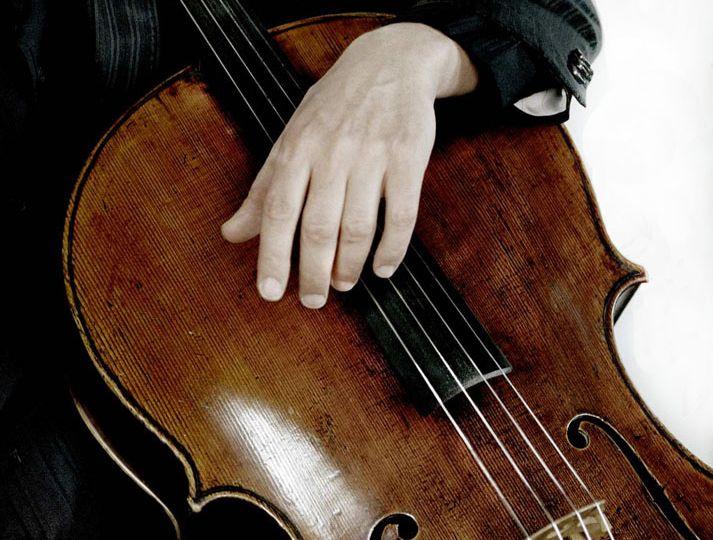 Jan_Vogler_mit_Cello__c_Mat_Hennek2